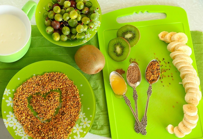 Tasty Vitamin Smoothie With Bee Pollen
